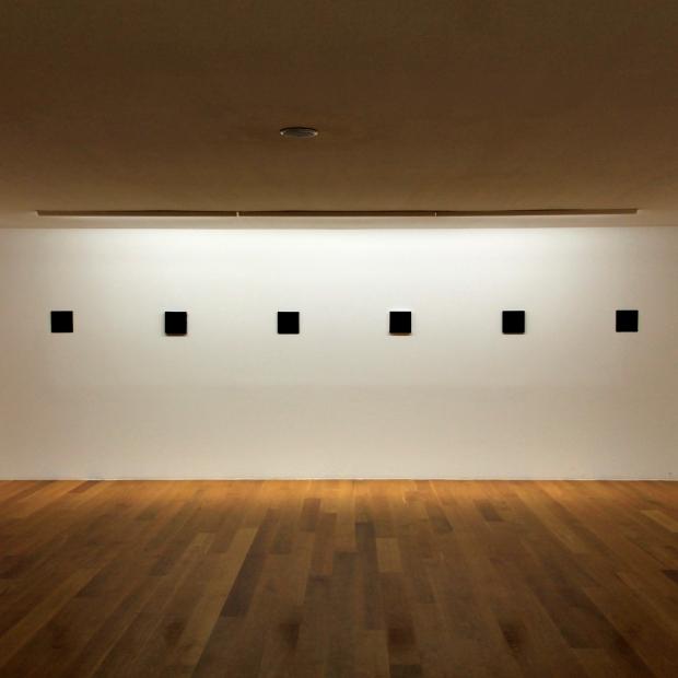 Vista de la exposición MISHA BIES GOLAS. 27 Negros. (16 Abril - 15 Junio, 2014).  CGAC, Santiago de Compostela.